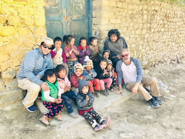 dr.-dangi-and-dr.stearns-with-primary-school-kids-near-tibet-border